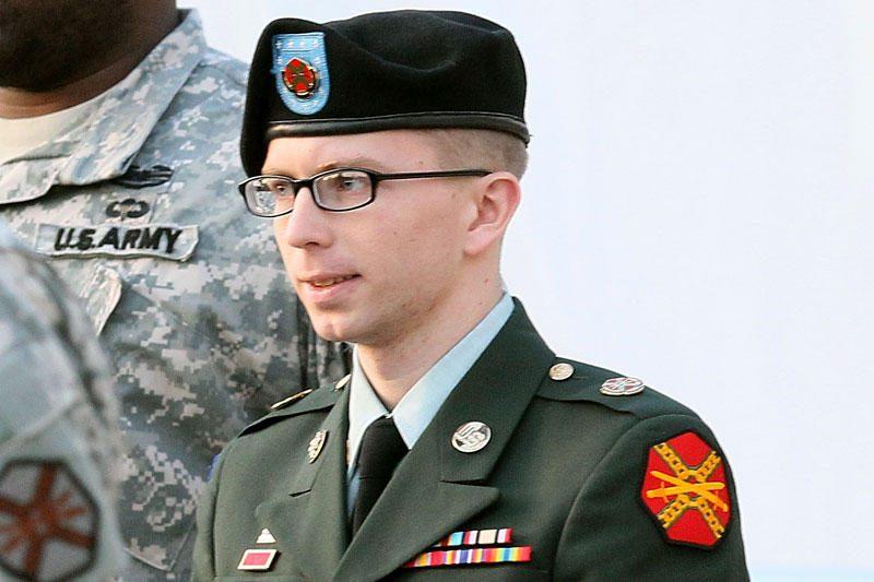 """Įtariamam """"WikiLeaks"""" informatoriui JAV kariui pateikti kaltinimai"""