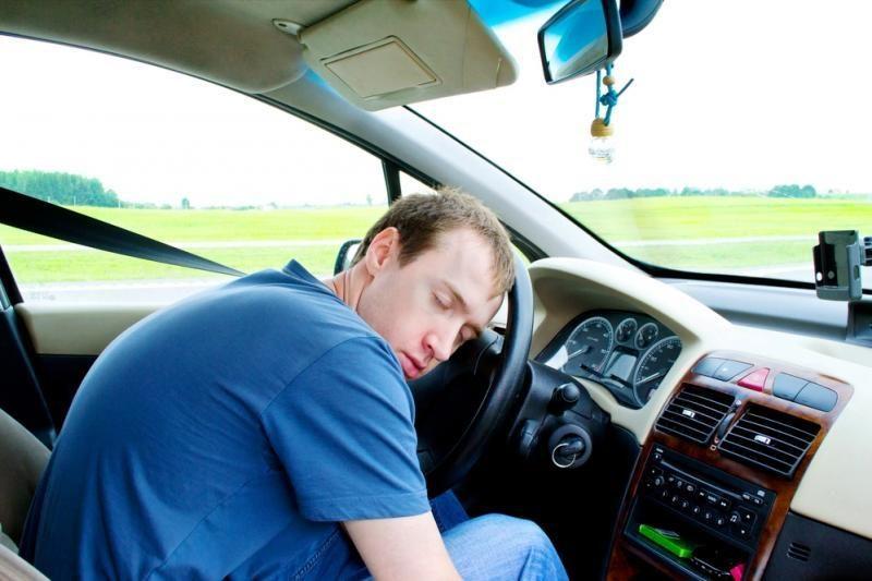 Ar smarkiai peršalęs vairuotojas turėtų sėsti prie vairo?