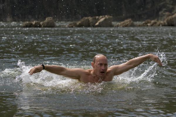 Laimėjęs rinkimus, V.Putinas iki inauguracijos eitų premjero pareigas