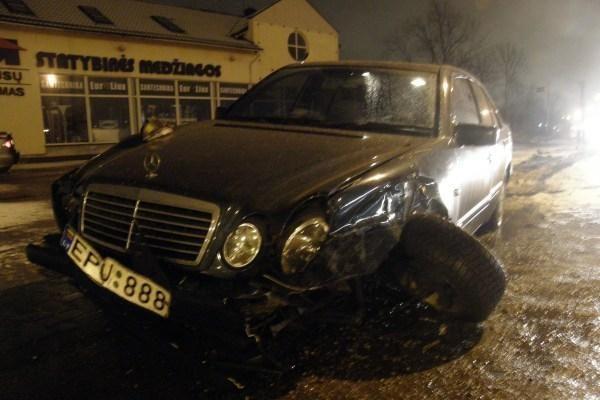 """Šilutės plente – BMW ir """"Mercedes Benz"""" avarija"""