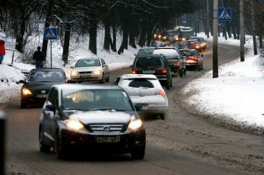 Keliuose slidu: sninga, lyja, dulksna