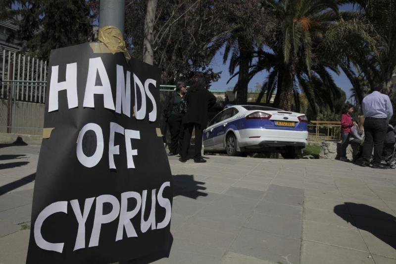 Kipro parlamentas pritarė bankų restruktūrizacijos planui