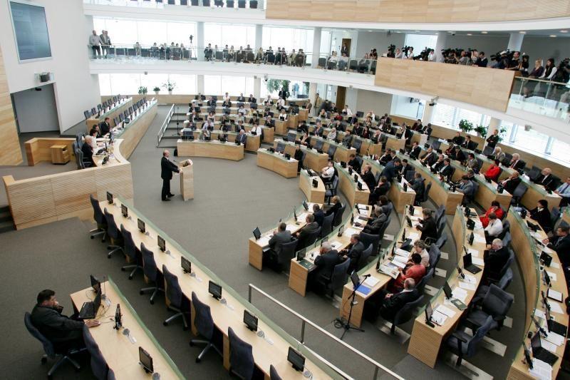"""Seimas ypatingai skubiai svarstys """"Snoro"""" pertvarkymo įstatymus"""