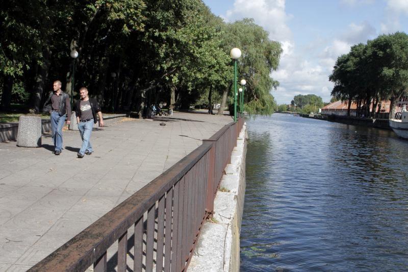 Danės upei - rekonstruotos krantinės ir naujas tiltas