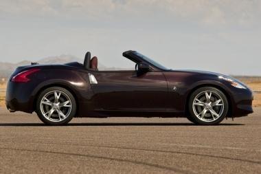 """""""Nissan 370Z Roadster"""" prekyboje – jau kovą"""