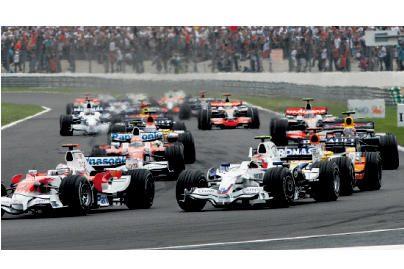 """Mercedes"" grįžta į ""Formulę 1"""