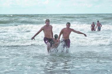 Jūroje skendo du žmonės