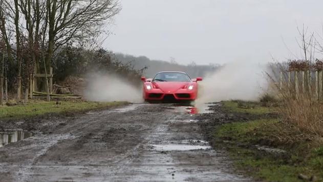 Pasivažinėjimas: kaimo šunkeliais superautomobiliu