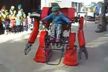 Japonijoje - tik vaikams skirtas robotizuotas egzoskeletas