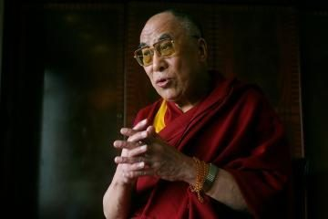 Dalai Lama paguldytas į ligoninę