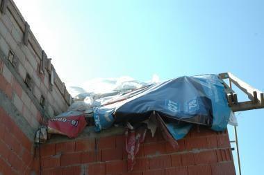 Ilgapirščiai švarino nuosavus namus