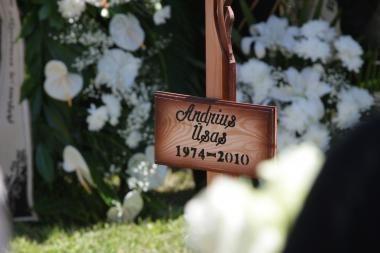 N.Venckienė: mūsų šeimos šalininkai A.Ūso kapo neniekino