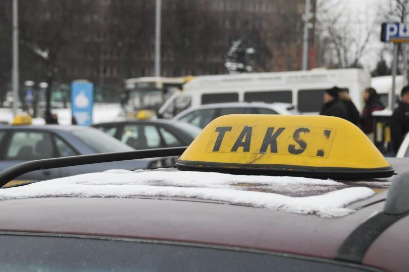 Protestuojantys Lenkijos taksi vairuotojai užkimšo Varšuvos gatves