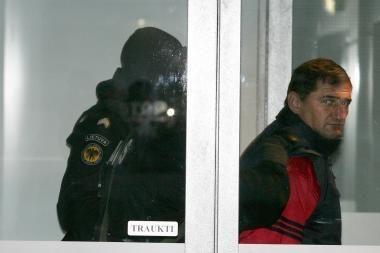 H.Daktaras - skurdžius, jo vienintelis turtas areštuotas motociklas