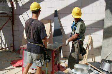 Labiausiai atpigo gyvenamųjų namų statyba