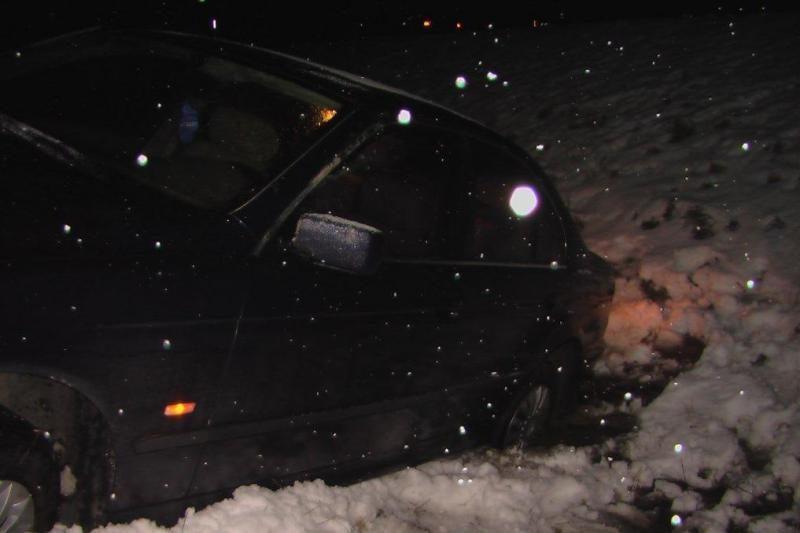 Kelyje Klaipėda-Šilutė vienas po kito nuo kelio skriejo automobiliai