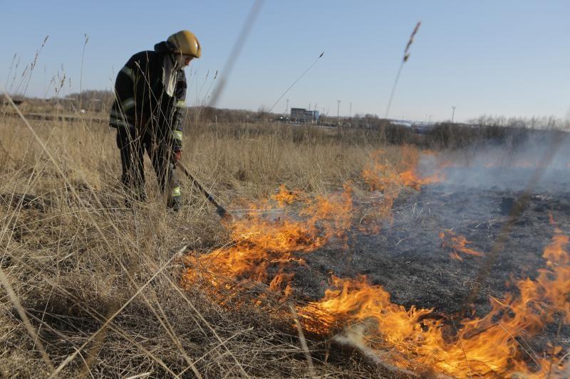Gelbėjimo tarnyboms - darbymetis: pamarys ne tik skęsta, bet ir dega