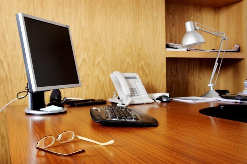 Už tarnautojo vardo diskreditavimą siūloma atleisti iš darbo