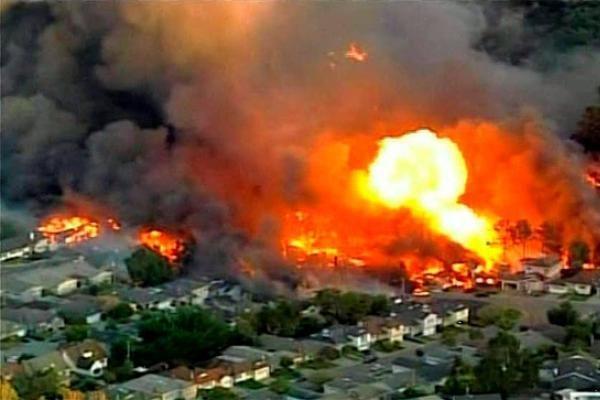 San Fransisko apylinkėse po galingo sprogimo kilo didelis gaisras