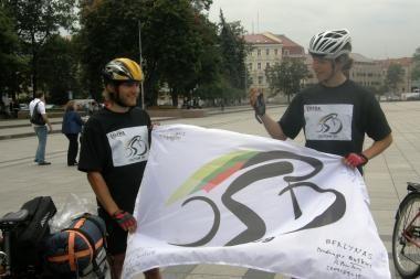 Iš Londono dviračiais į Vilnių parmynę studentai: sunkiausia važiuoti per Lenkiją