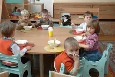 Viceministras: darželių auklėtojų atlyginimams trūksta 40 mln. litų