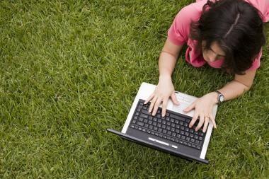 Moterys pasinėrė į interneto žaidimus