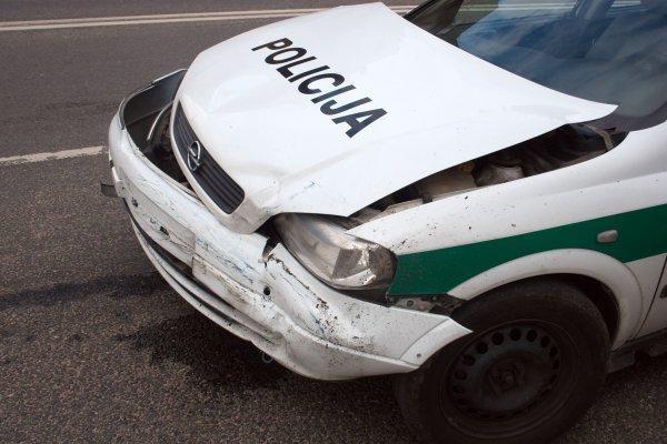 Policija važinėja griuvenomis