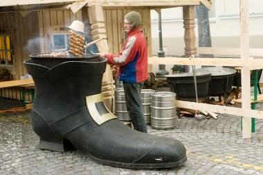 Amatininkų prisistatyme – batsiuvių eilė
