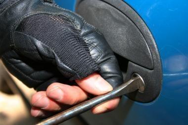 Dėl draudimo įmokos savo automobilį plėšęs pilietis turės susimokėti baudą