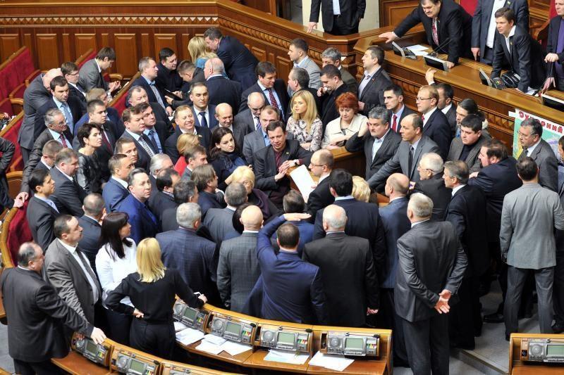 Opozicijos blokada privertė Ukrainos parlamento narius išsikraustyti