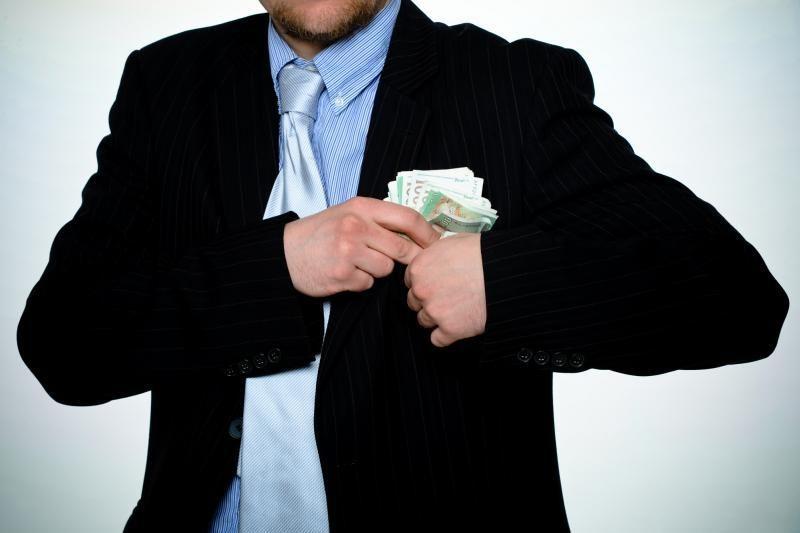 Iš draudimo bendrovių pinigus viliojusi grupuotė pralobo 100 tūkst. Lt