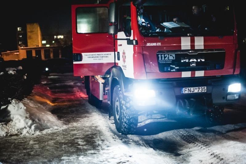 Vilniuje per gaisrą buvusiame žirgyne žuvo du vyrai (papildyta)