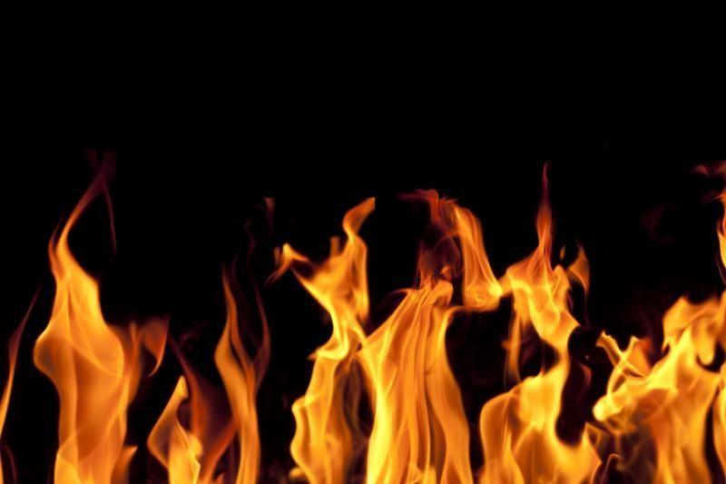 Raseiniuose sudegė angaras su mašinų dalimis