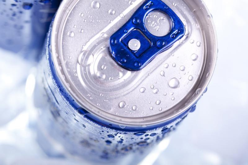 Svarstoma drausti nepilnamečiams parduoti energinius gėrimus