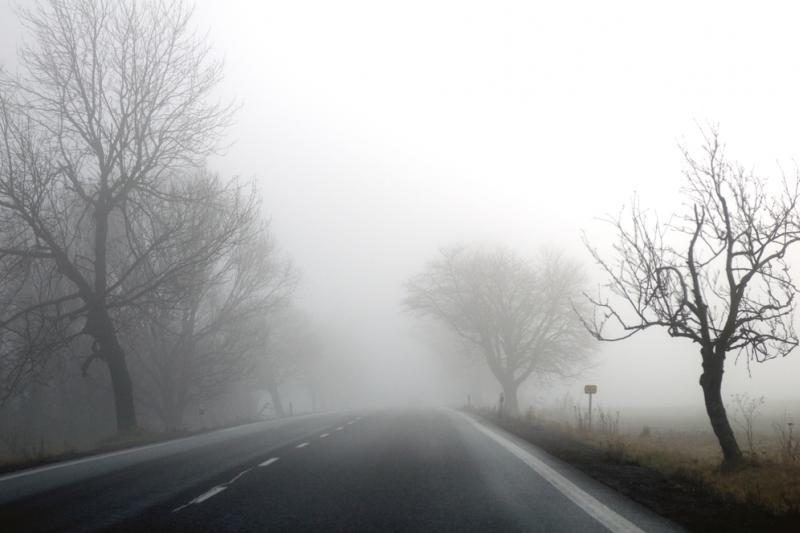 Eismo sąlygas kai kur sunkina rūkas, įspėja kelininkai