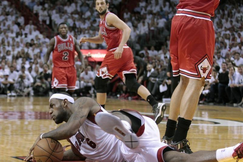 """Antausis NBA čempionams: """"Bulls"""" patiesė """"Heat"""""""