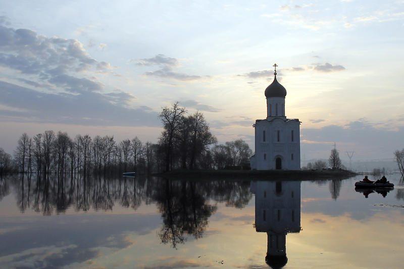 Maskviečius išgąsdino pažaliavęs dangus