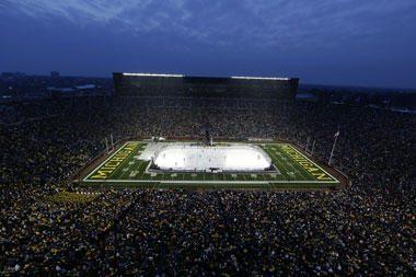JAV studentų ekipų ledo ritulio rungtynes stebėjo net 113 tūkst. žiūrovų