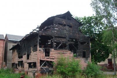Senamiestį darko sudegęs pastatas