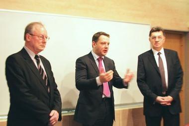 Darbą pradėjo naujasis susisiekimo ministras E.Masiulis