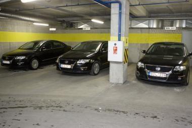 Sostinės savivaldybė išparduoda automobilius