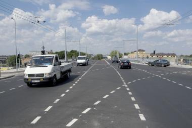 Keliuose važinėti bus saugiau