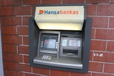 Vagys per metus apšvarino 12 bankomatų