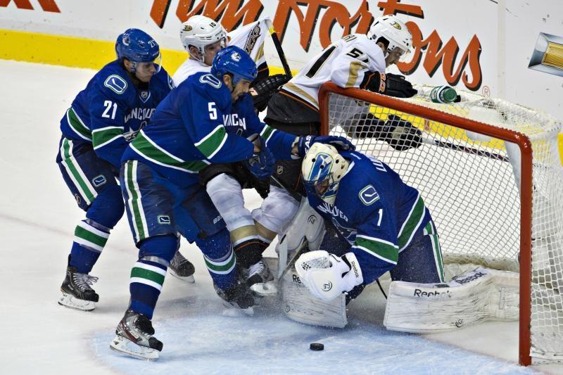 NHL: D. Zubraus komandos vartininkas pasižymėjo įvarčiu