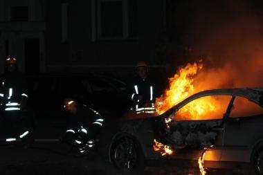 Kaune užsidegė lengvasis automobilis