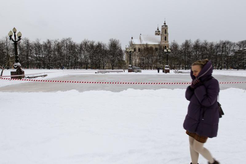 Lukiškių aikštėje išlieta čiuožykla – kol kas ne miestiečių malonumams