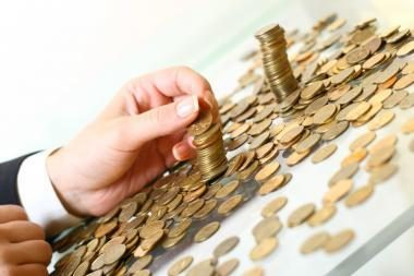 Lengvėjant skolininkų naštai mažėja ir indėlininkų uždarbis (papildyta)