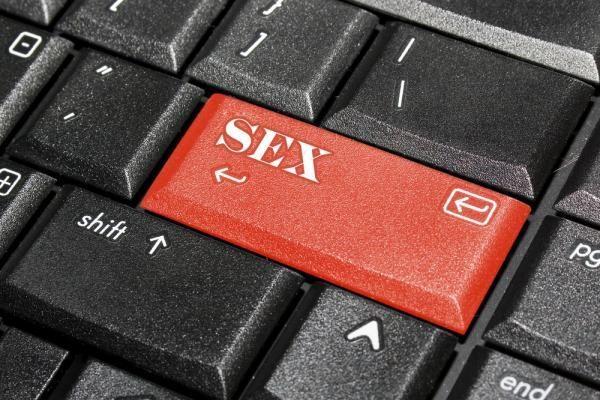 Kinija areštavo tūkstančius žmonių, susijusių su pornografija internete