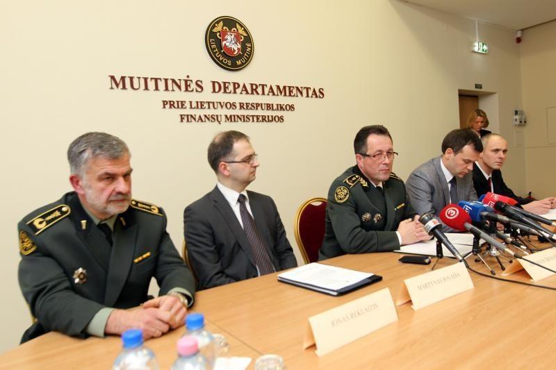 Vyriausybėje bus aptariami statutinių pareigūnų atlyginimai