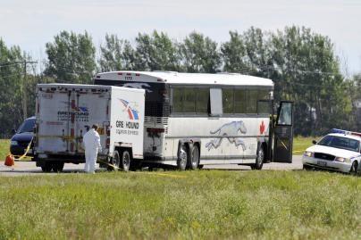 Autobusu važiavusiam vyrui peiliu nupjovė galvą